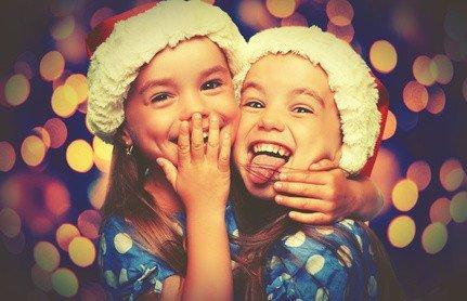 Vorfreude zwei Kinder Geschenke Weihnachten Geburtstag